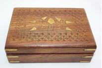 Шкатулка деревянная резная,ручная работа.Размеры длина 18 см.высота 5 см..Дуб.